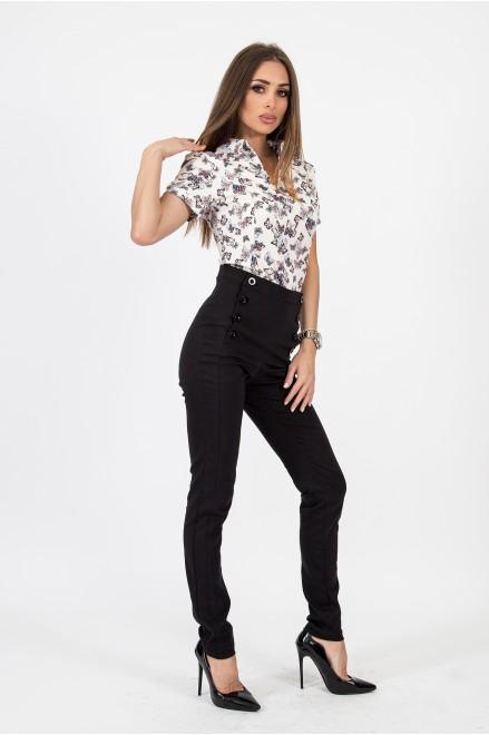Втален черен панталон с висока талия и копчета