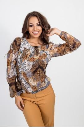 Блуза с шифонени ръкави и брошка в ефектен принт
