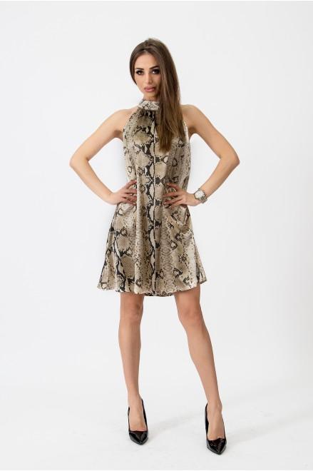 Коктейлна рокля в змийски принт