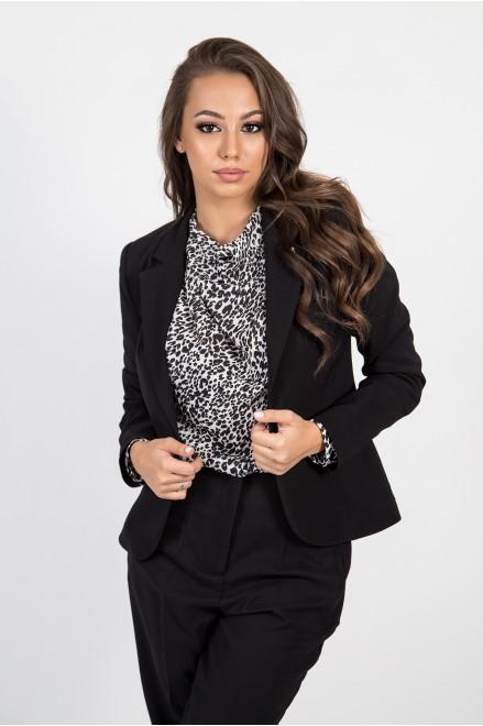 Елегантно сако в черно с брошка