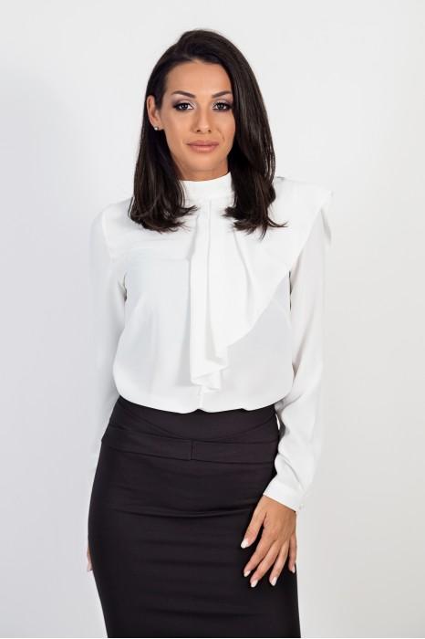 Риза с асиметрична къдричка в бяло