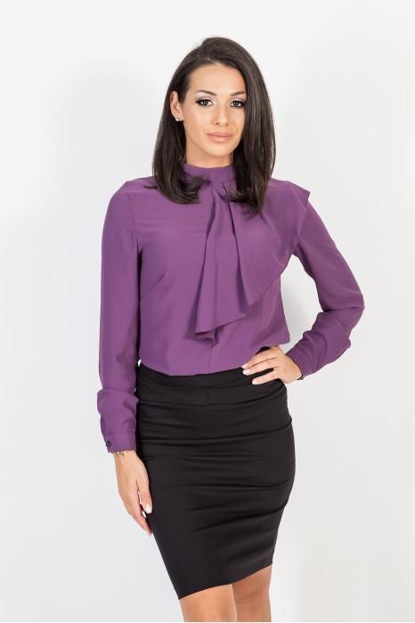 Риза с асиметрична къдричка в лилаво