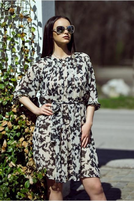 Шифонена рокля с коланче в ефектен принт