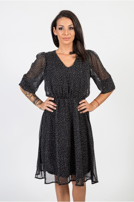 Черна шифонена рокля на точки