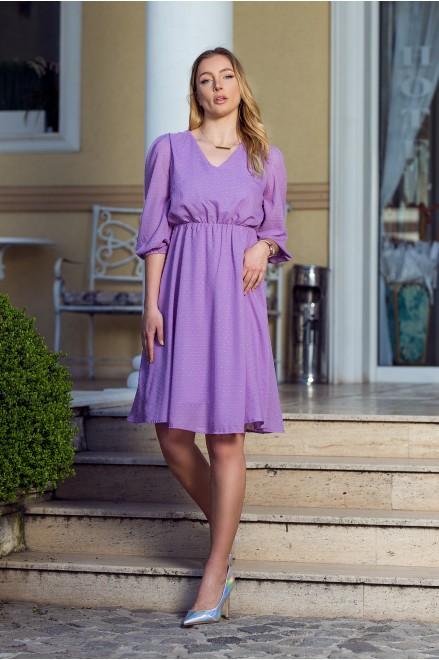 Лилава шифонена рокля с релефни точки