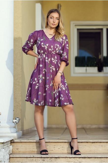 Лилава шифонена рокля на флорални мотиви