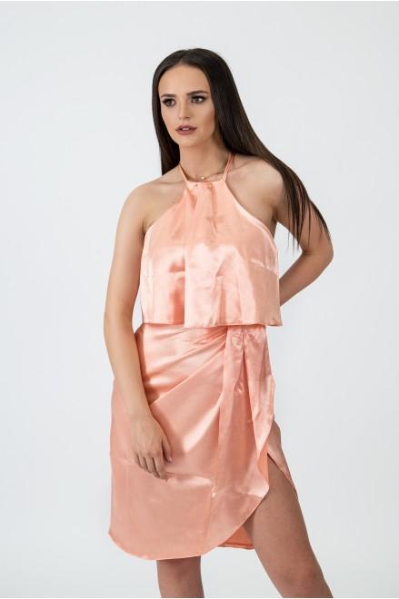 Сатенирана рокля с тънки презрамки в нежно розово