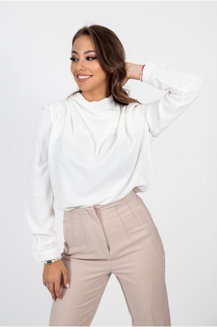Шифонена риза с гръцко деколте в бял цвят